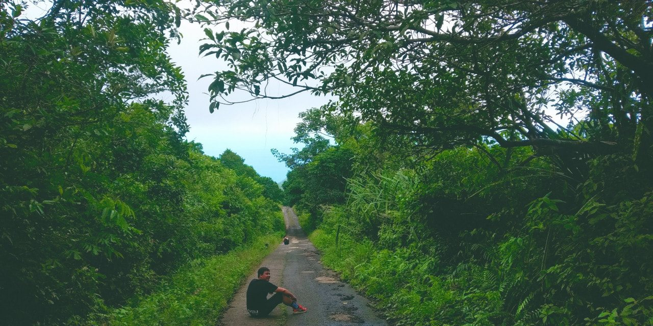Đường lên đỉnh Thánh Giá Côn Đảo