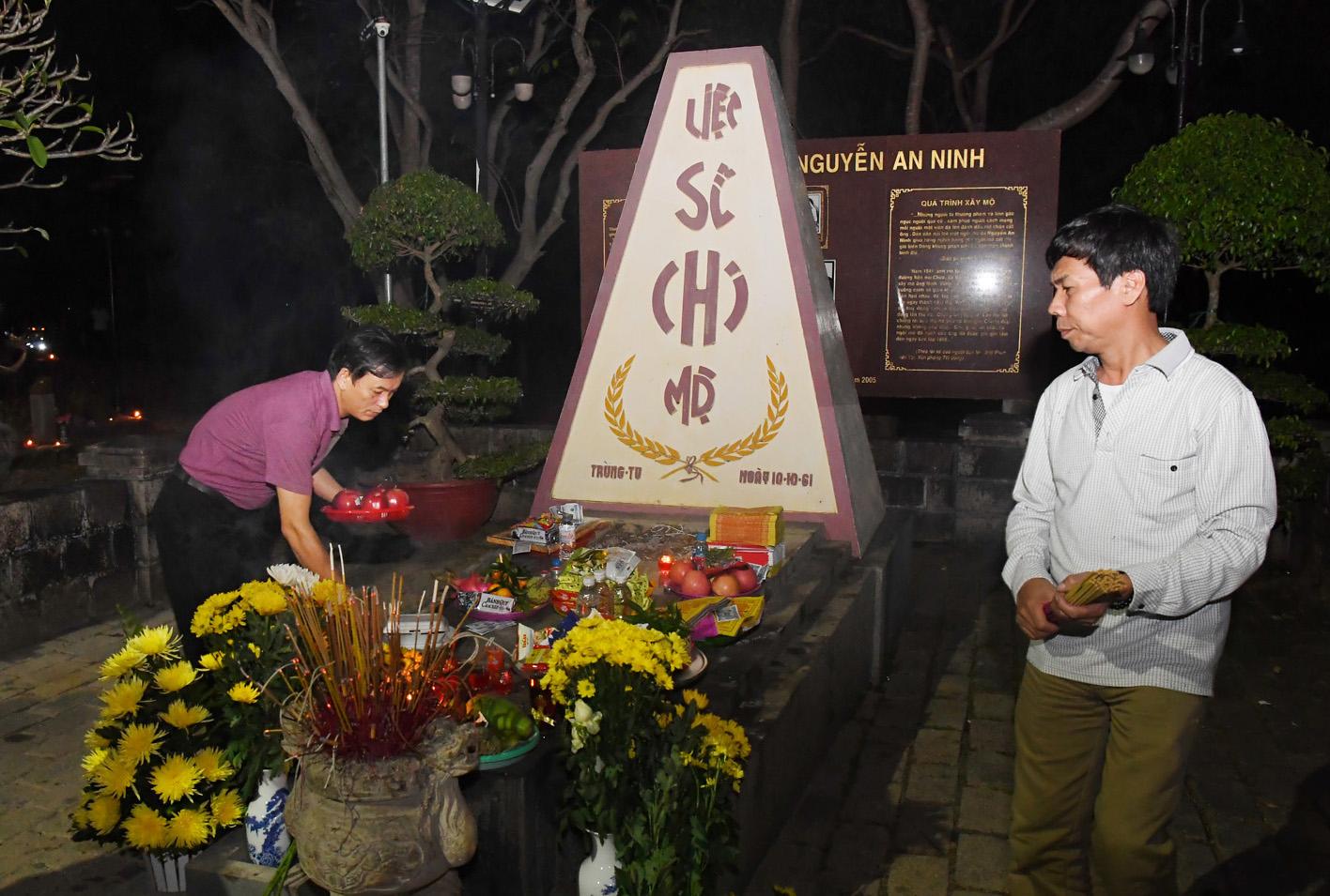 Mộ nhà Cách mạng Nguyễn An Ninh tại nghĩa trang Hàng Dương