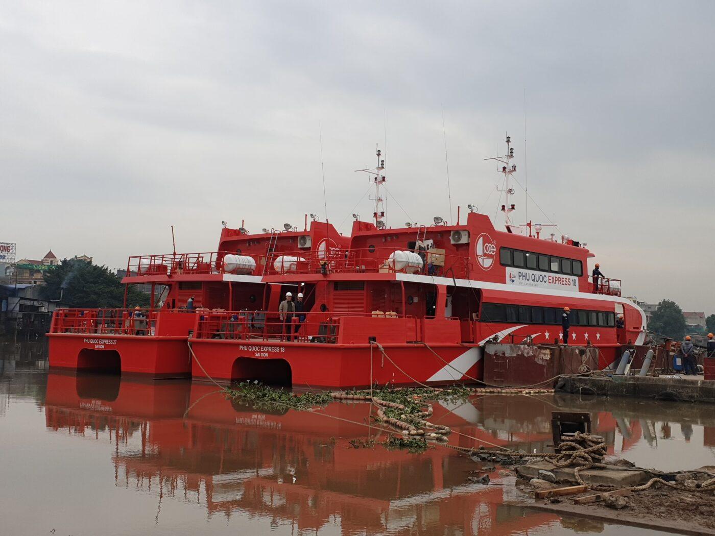 Hạ thủy 02 tàu cao tốc Phú Quốc Express 27 và Phú Quốc Express 18